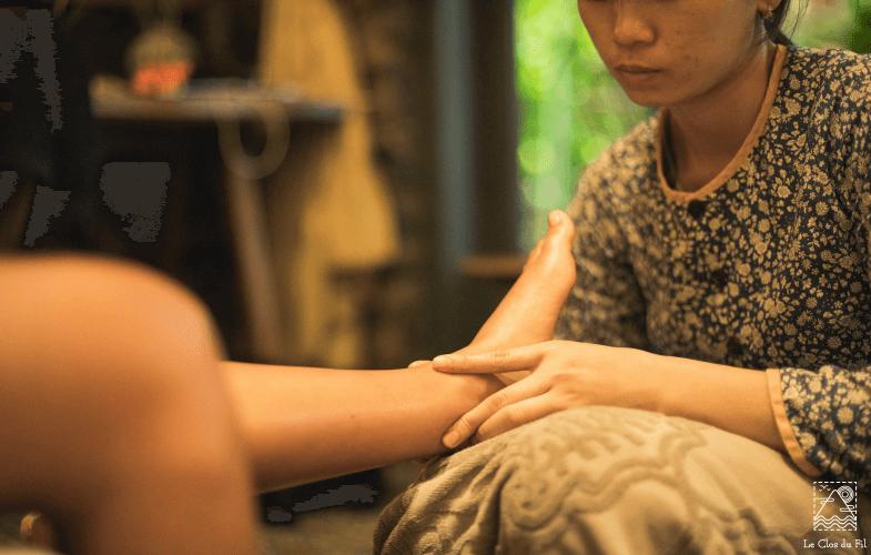 Spa service-foot massage   Le Clos du Fil Hotel